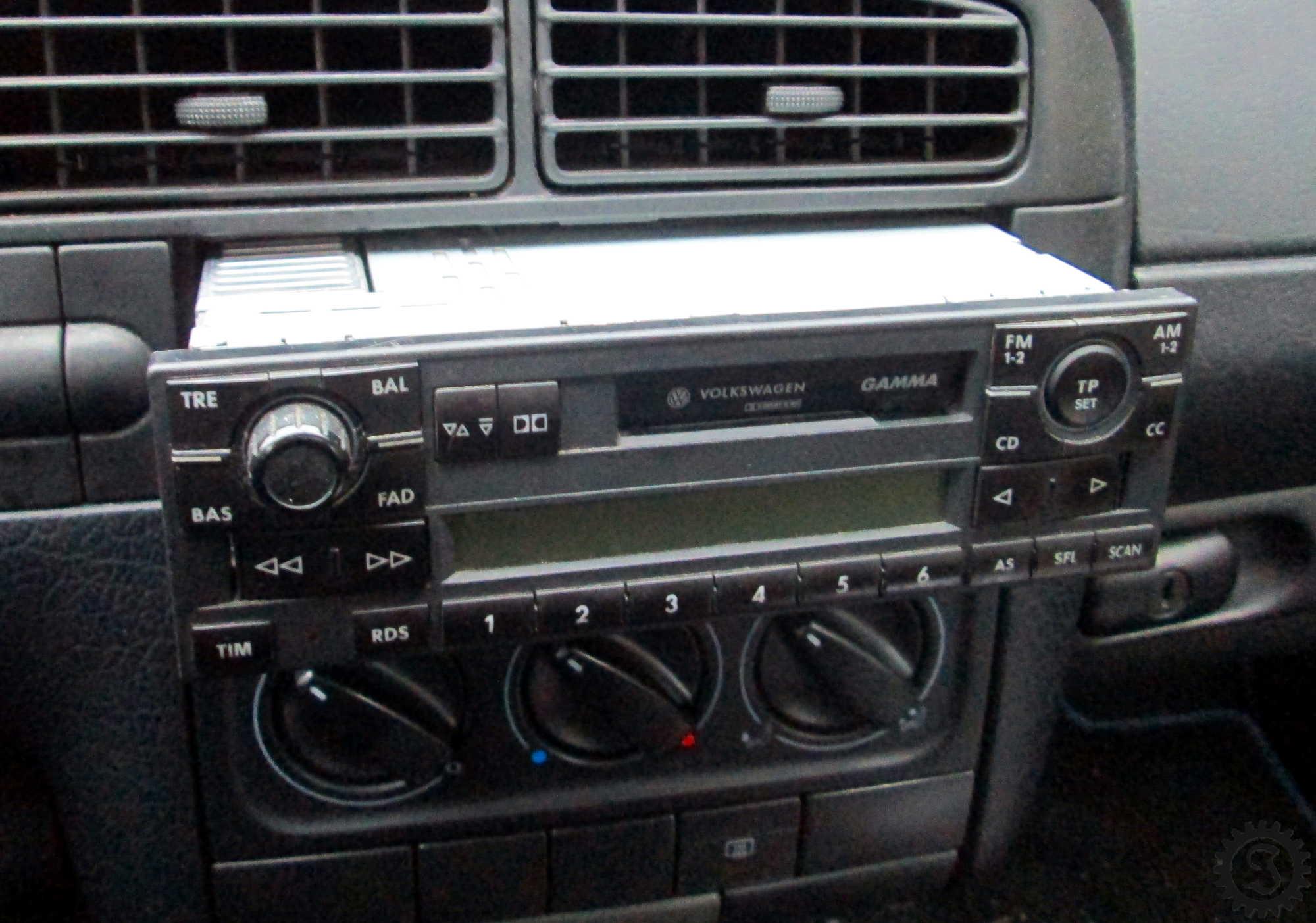 Gamma V Radio in Golf III - Jones\' Werkstatt